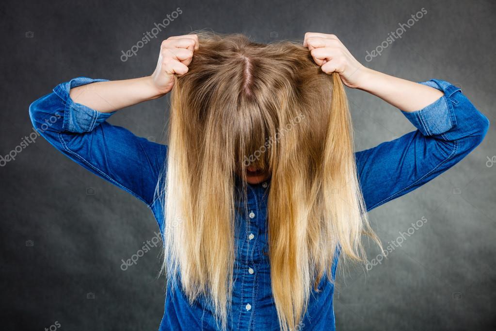 γυναίκα δίνοντας το κεφάλιπραγματικά μεγάλο μαύρο πουλί πορνό