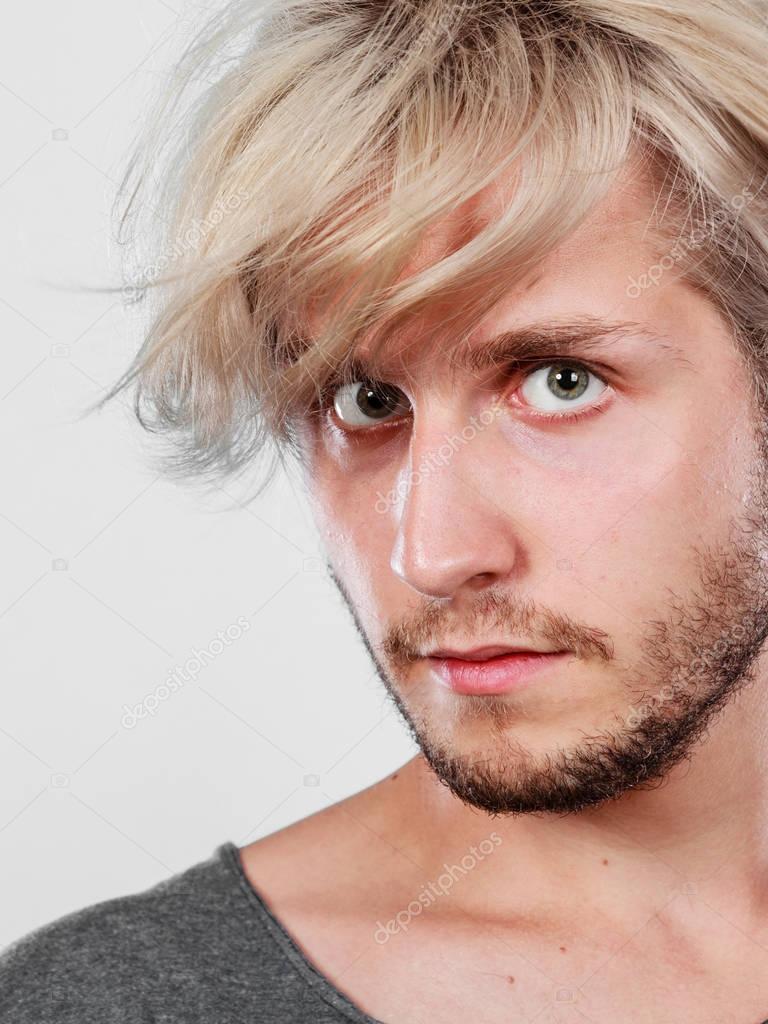Hübsche Blonde Mann Mit Großer Frisur Stockfoto Anetlanda 128902880