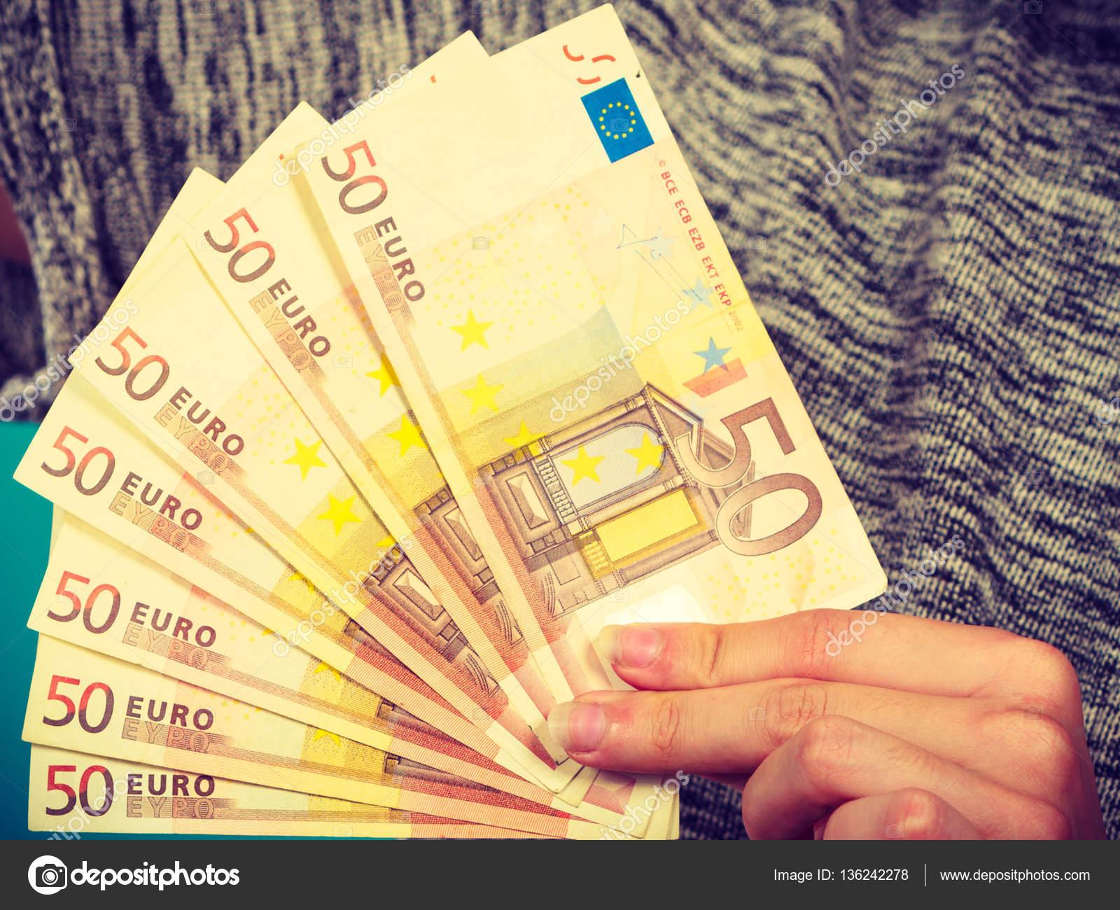 Imágenes Mucho Dinero Hombre Con Mucho Dinero En Euros Foto De