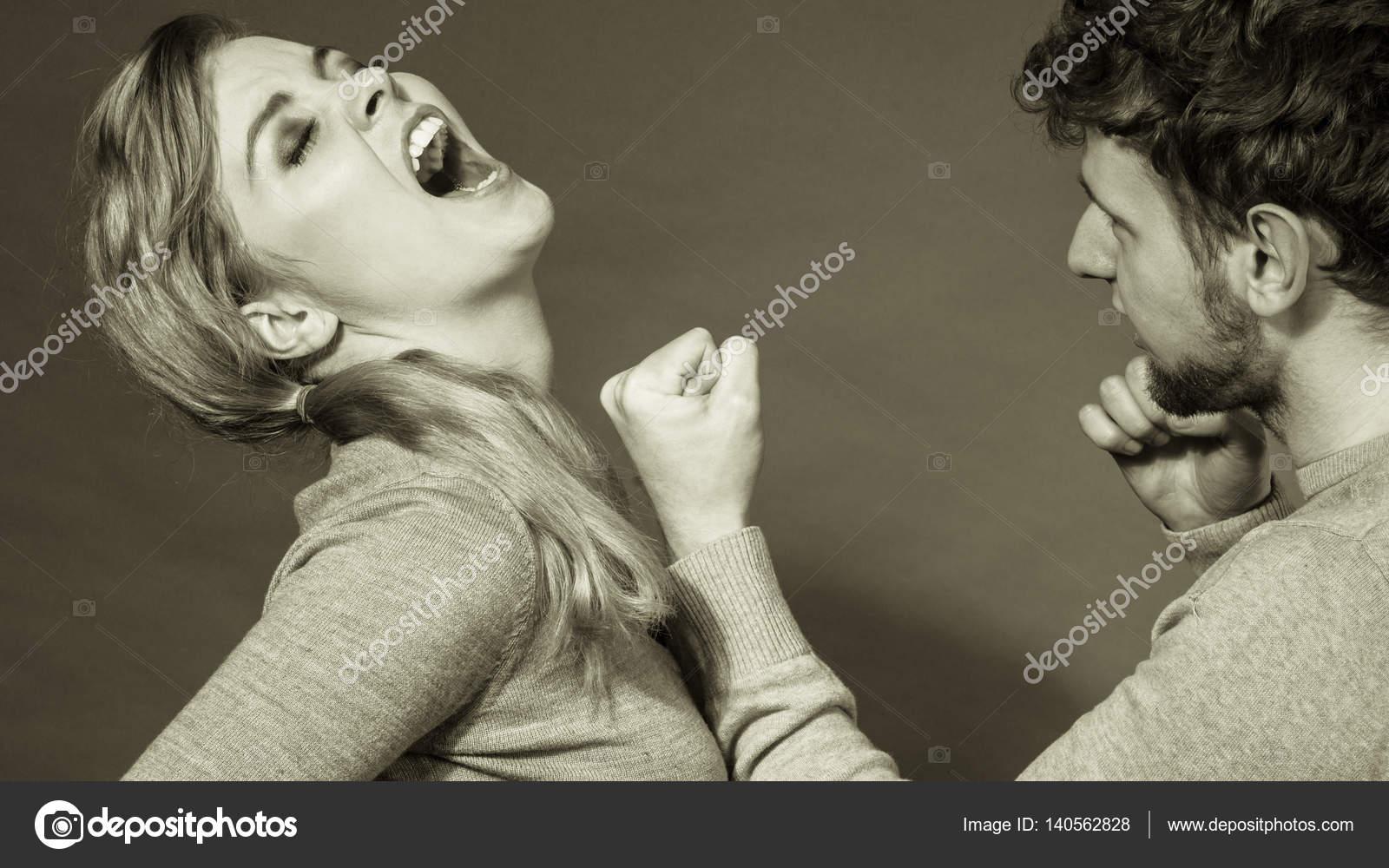 nero aggressivo lesbiche