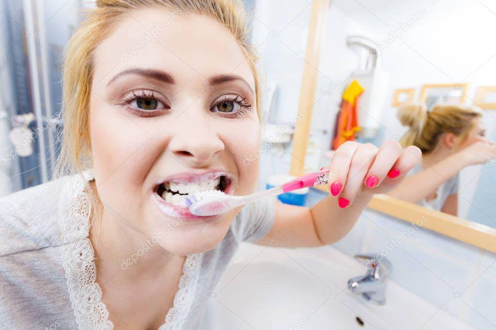 Big Tits Brushing Teeth Hd Porn Search