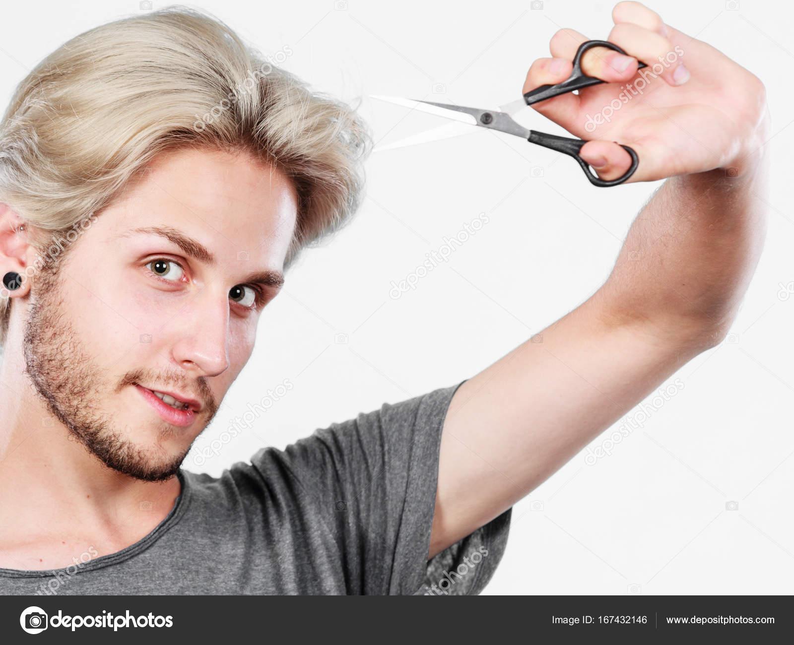 Cortar Pelo Hombre Hombre Con Unas Tijeras Dispuestas A Cortar El - Cortar-pelo-hombre