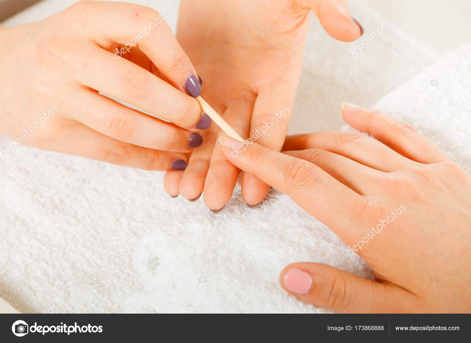 Preparando as unhas Limpando