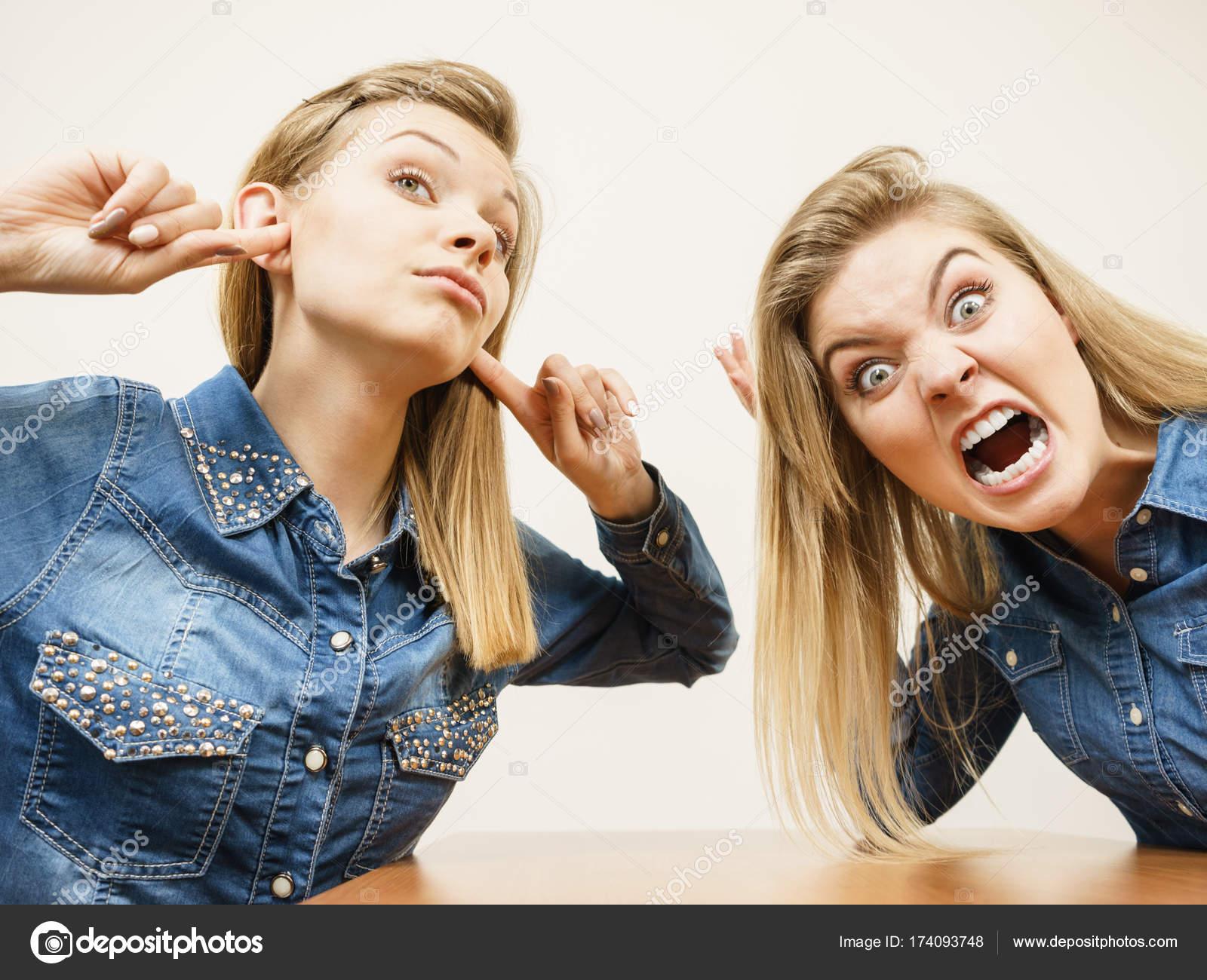 Девушки спорят фото