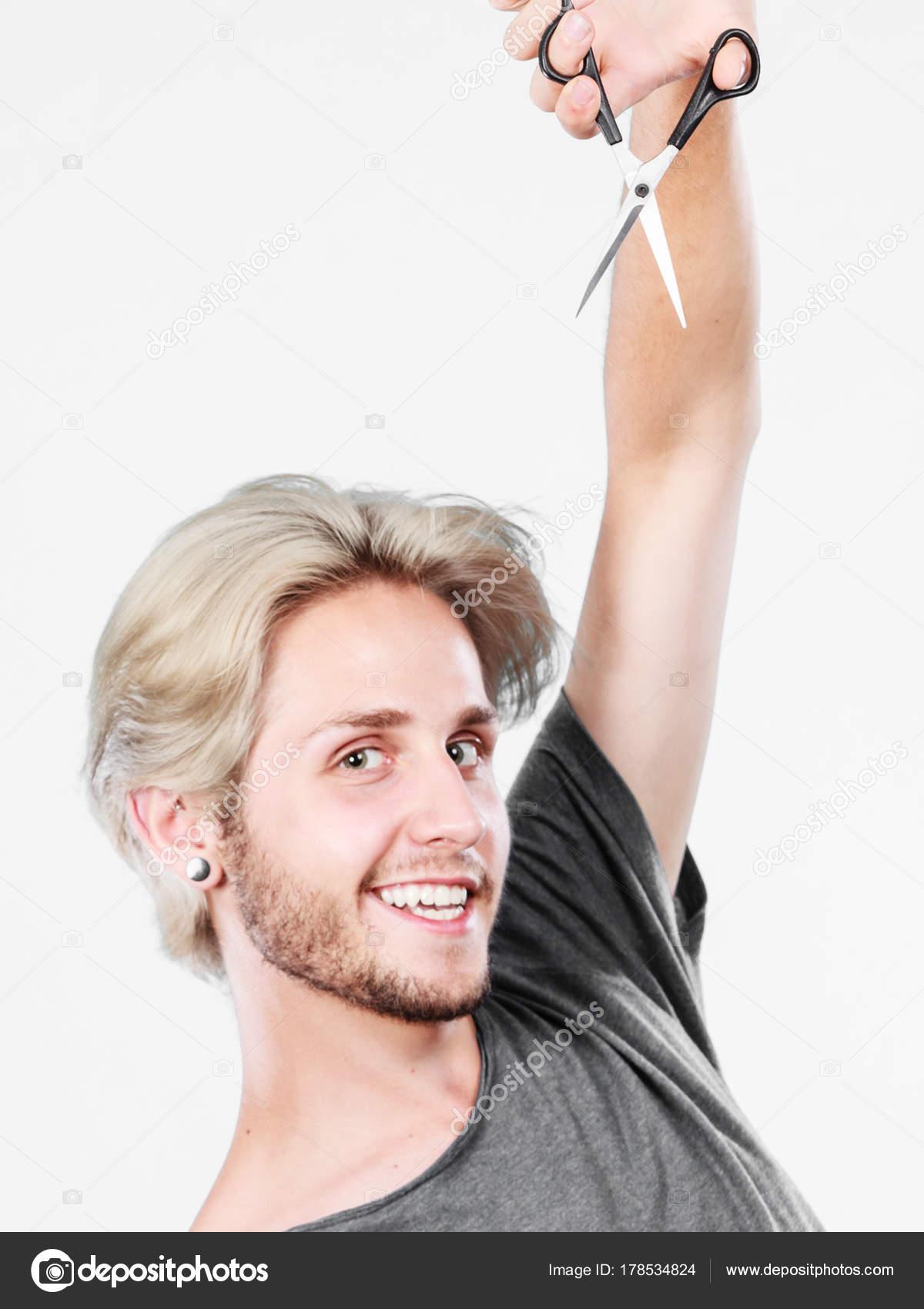 Fotos Cortar Pelo Hombre Hombre Con Unas Tijeras Dispuestas A - Cortar-pelo-hombre