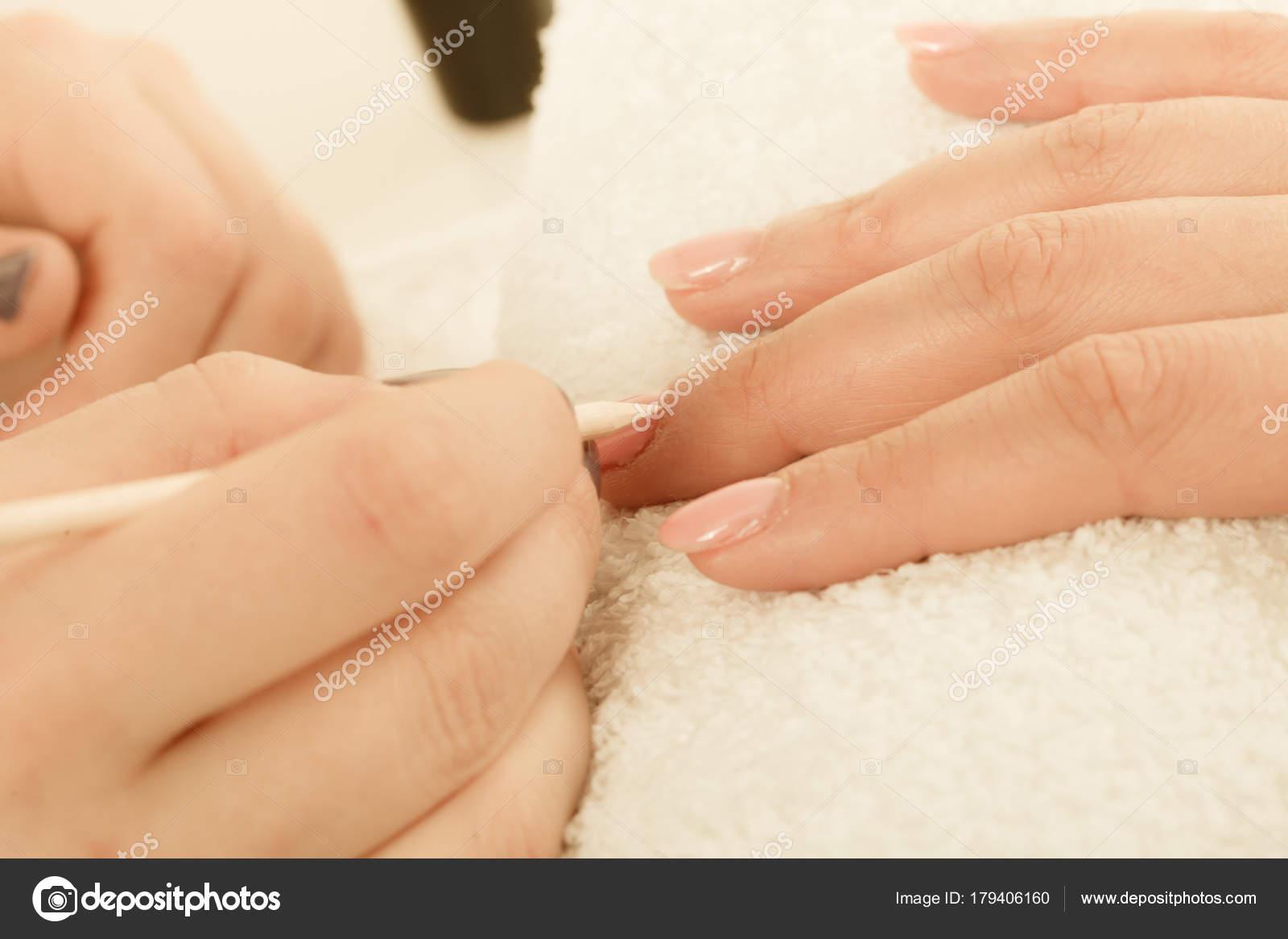 Preparando as unhas Mãos