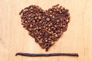Heart form made from spice cloves