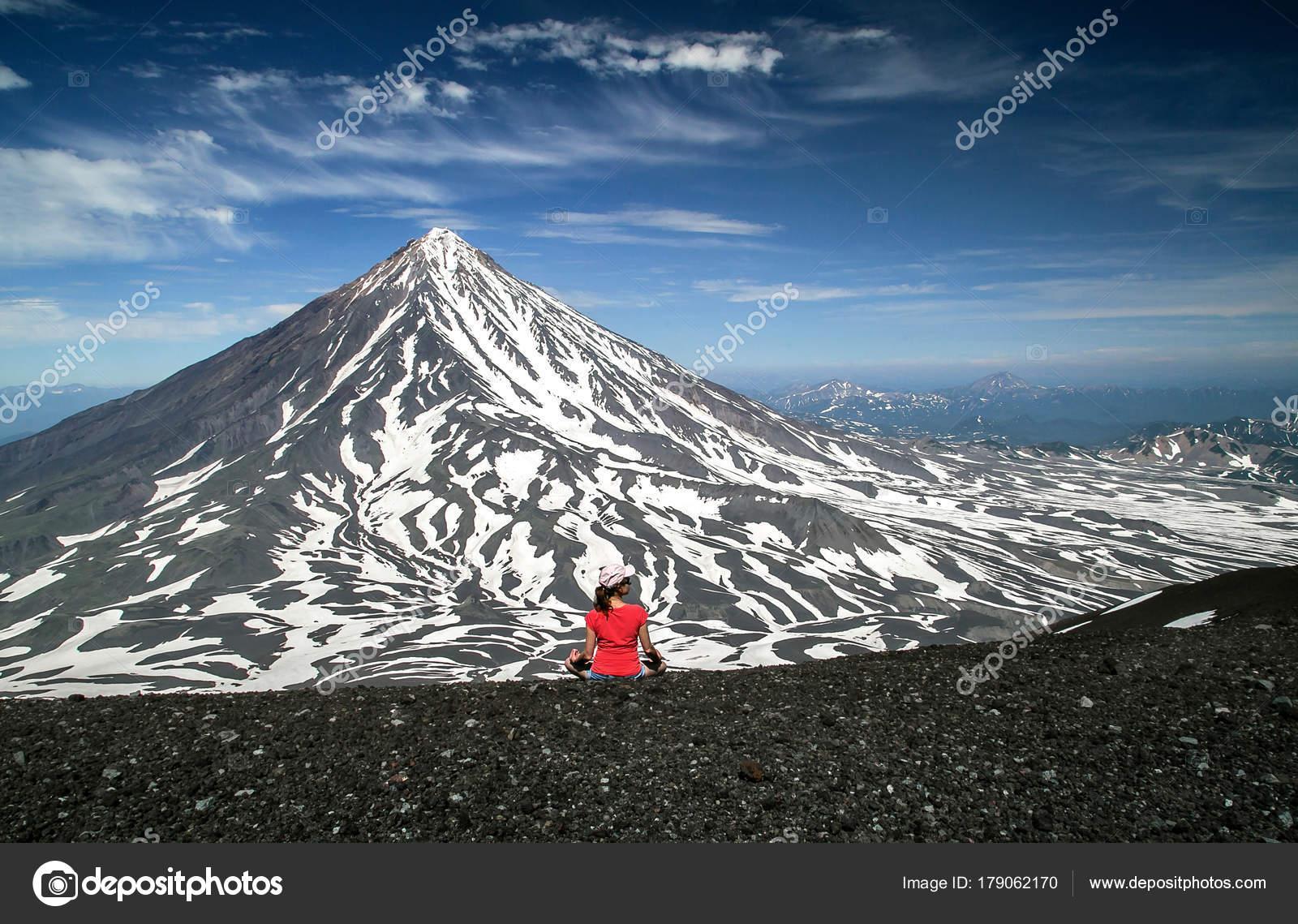 Восхождение на Авачинский вулкан — стоковое фото