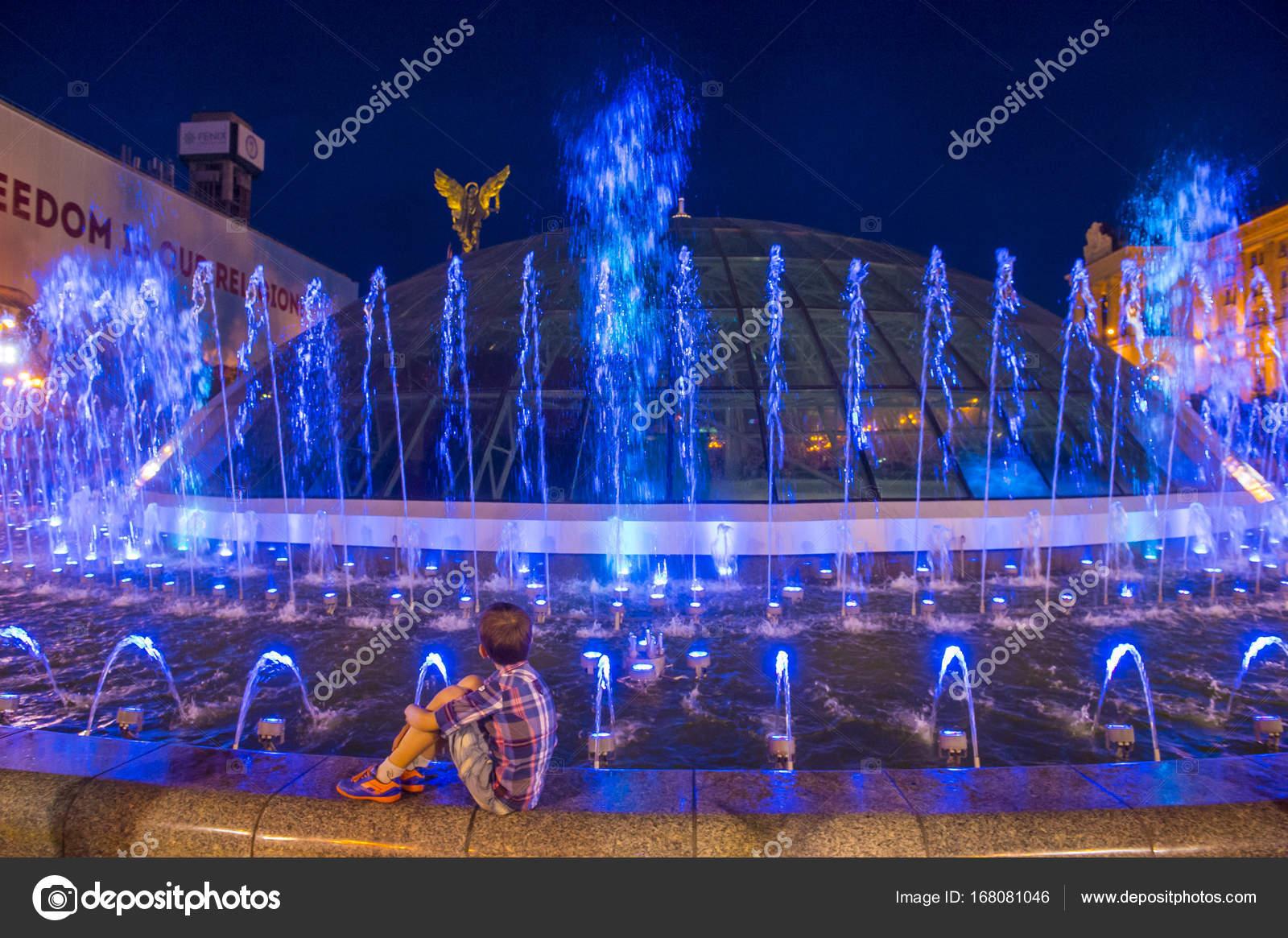 Kiev Fountains on Maidan Nezalezhnosti – Stock Editorial