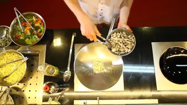 Az ázsiai konyhát. Keverjük készre sütjük