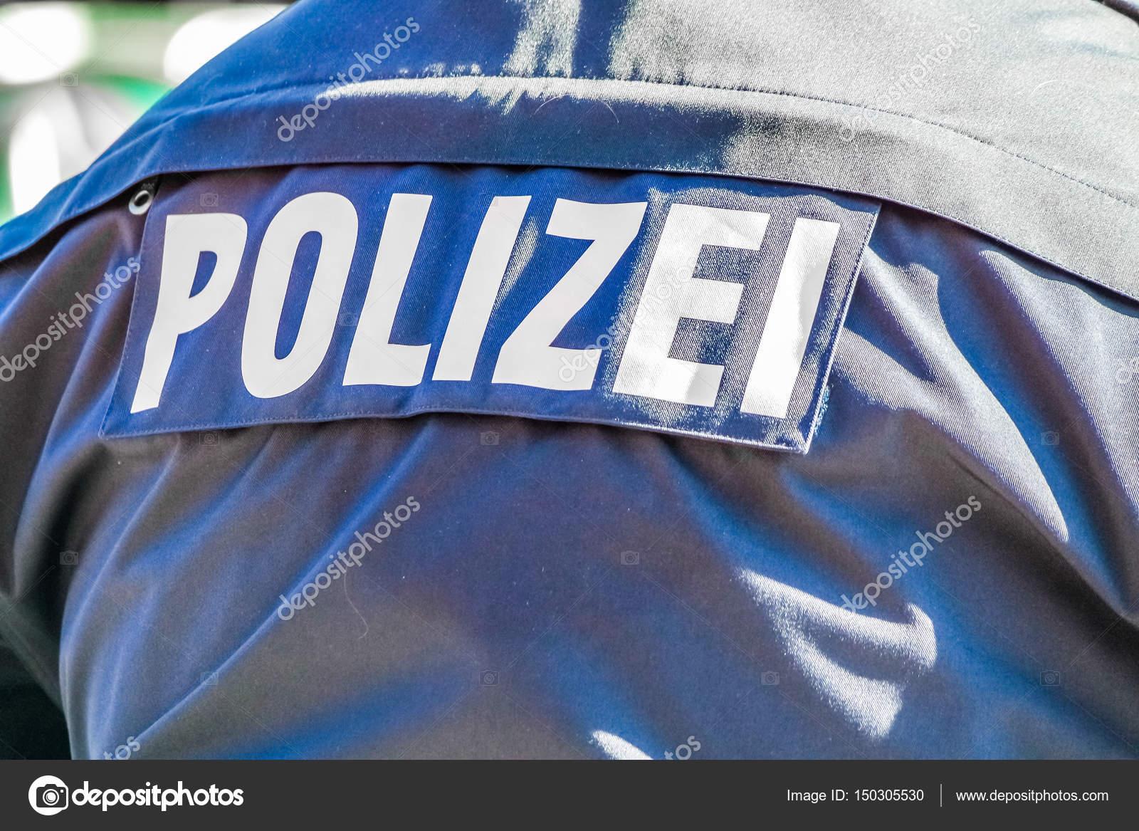 Policia alemana con la chaqueta azul — Fotos de Stock