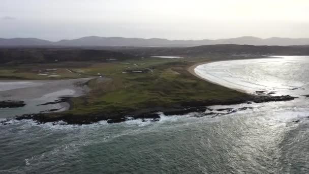 Luftaufnahme Carrickfad mit dem Strand von Cashelgolan und dem preisgekrönten Narin Beach von Portnoo County Donegal, Irland