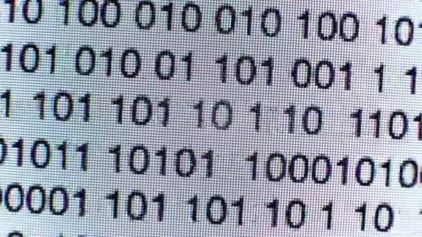 Time-lapse del codice binario su uno script di testo codice di computer schermo dati
