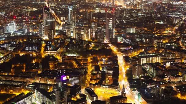 Bir şehrin gece yükseltilmiş timelapse