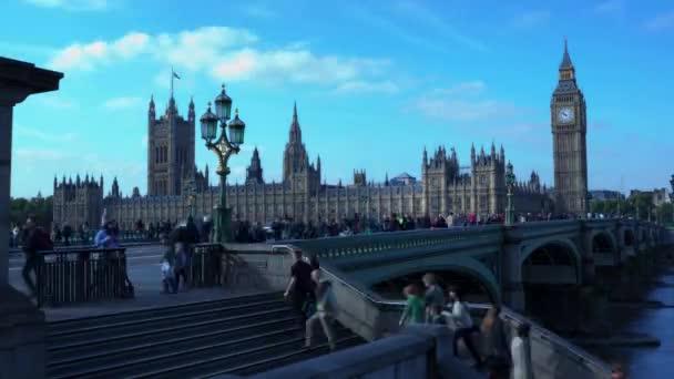 Včas Big Ben a domů parlamentu a řeky Temže během dne