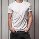 Fotografie blank white t-shirt on man