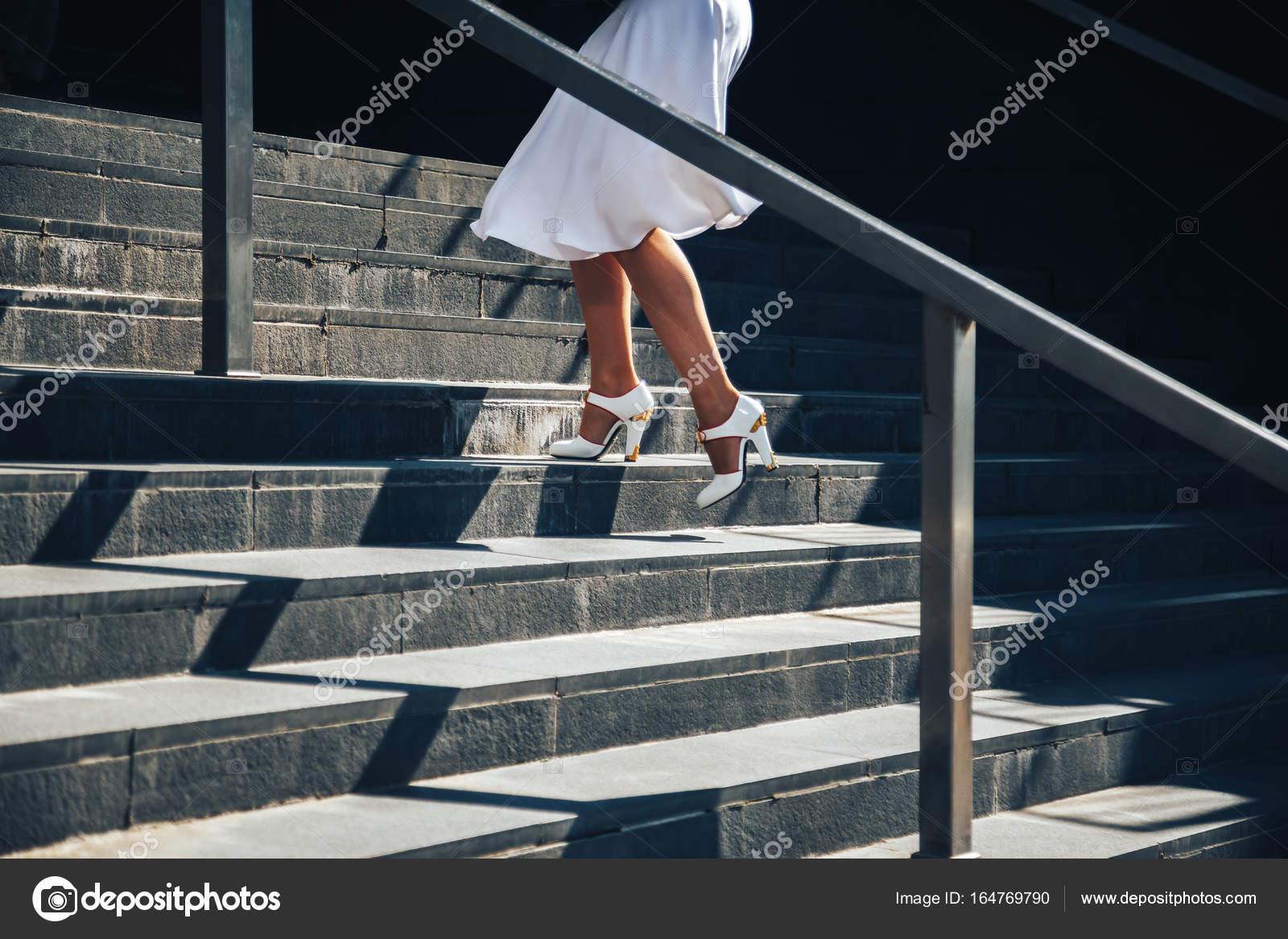 et des d'affaires blanche sandales une jupe blanches dans Femme bfyY76g