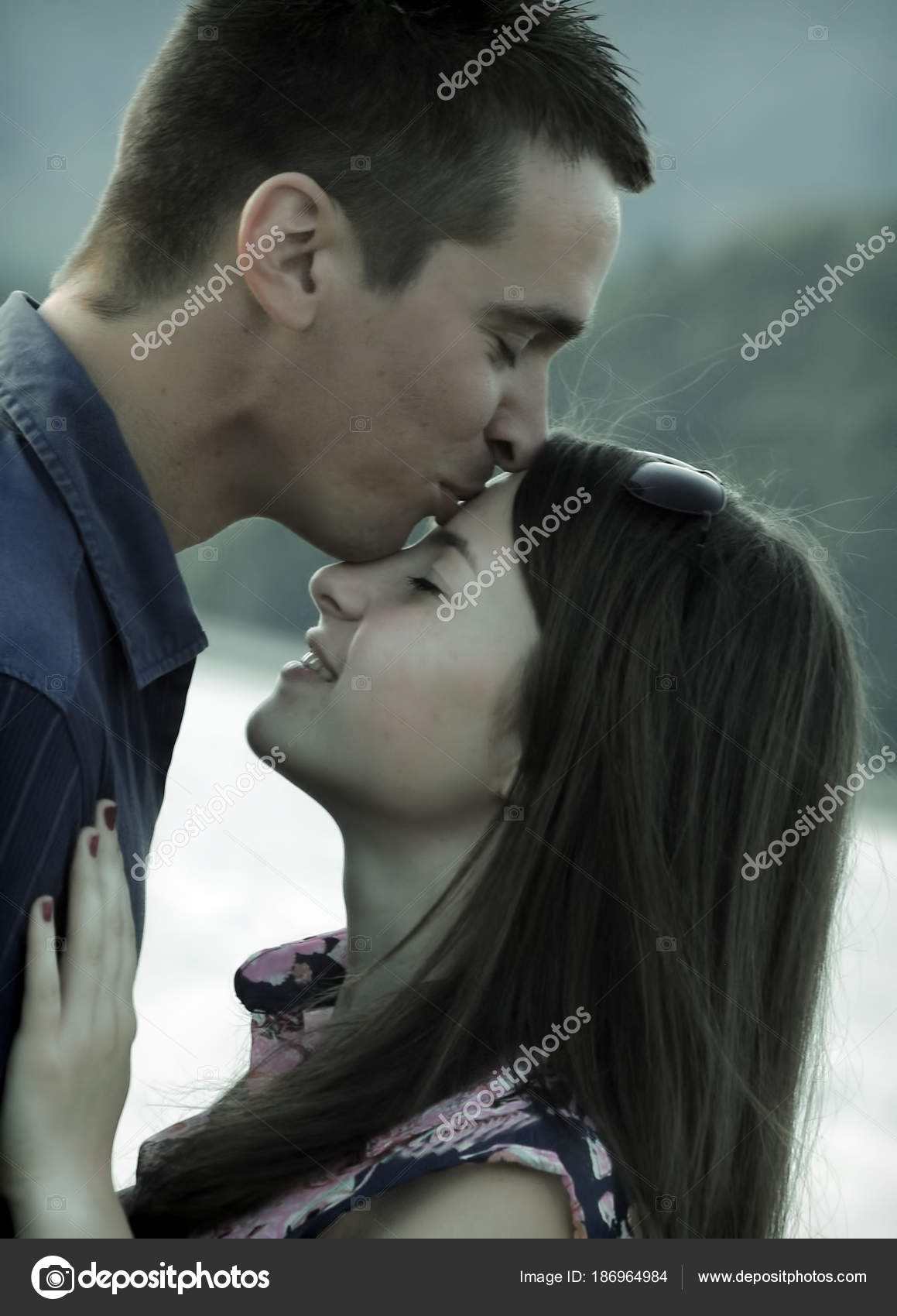 do girls like being kissed on the forehead