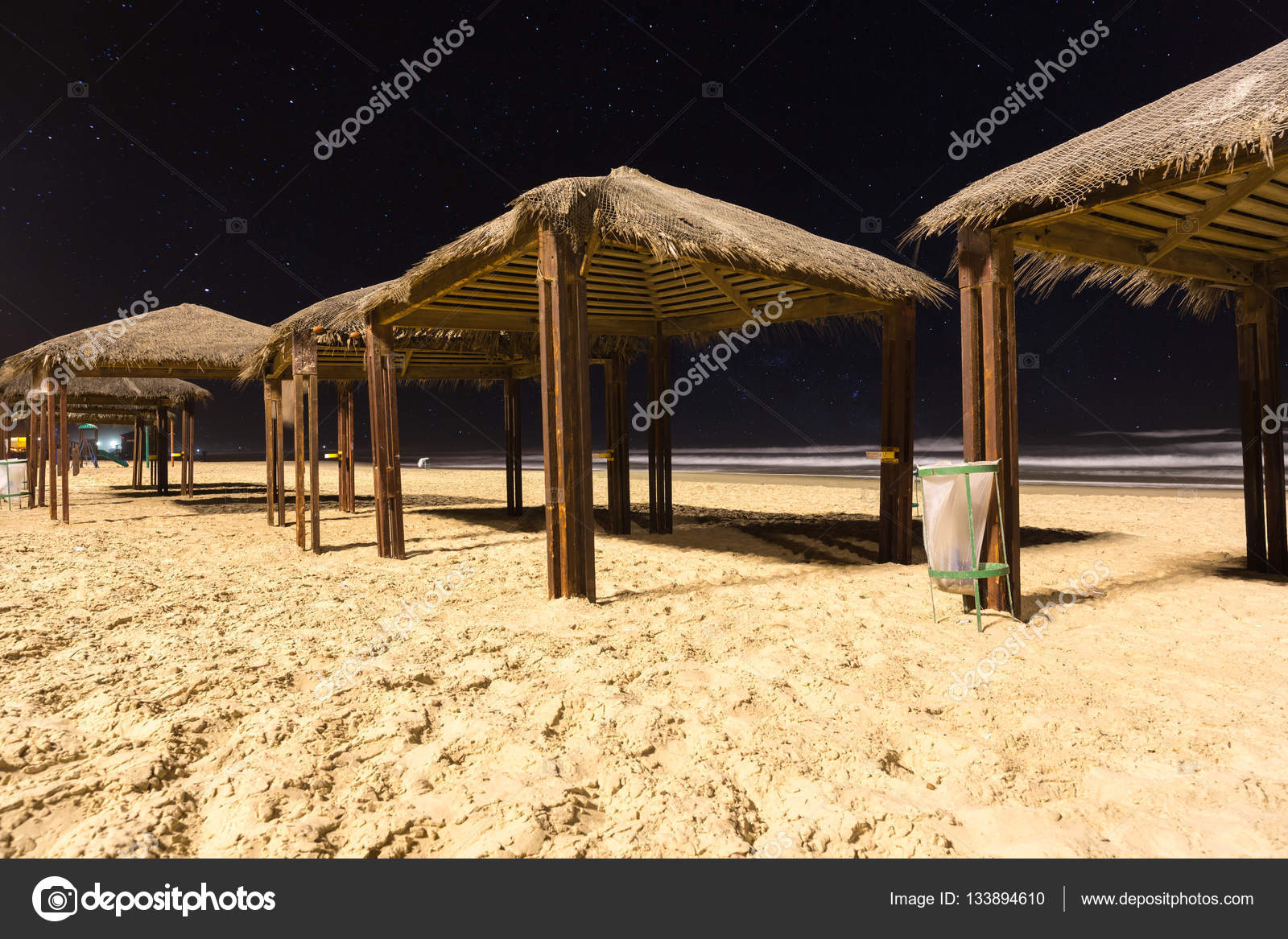 Навесы от солнца на пляже фото