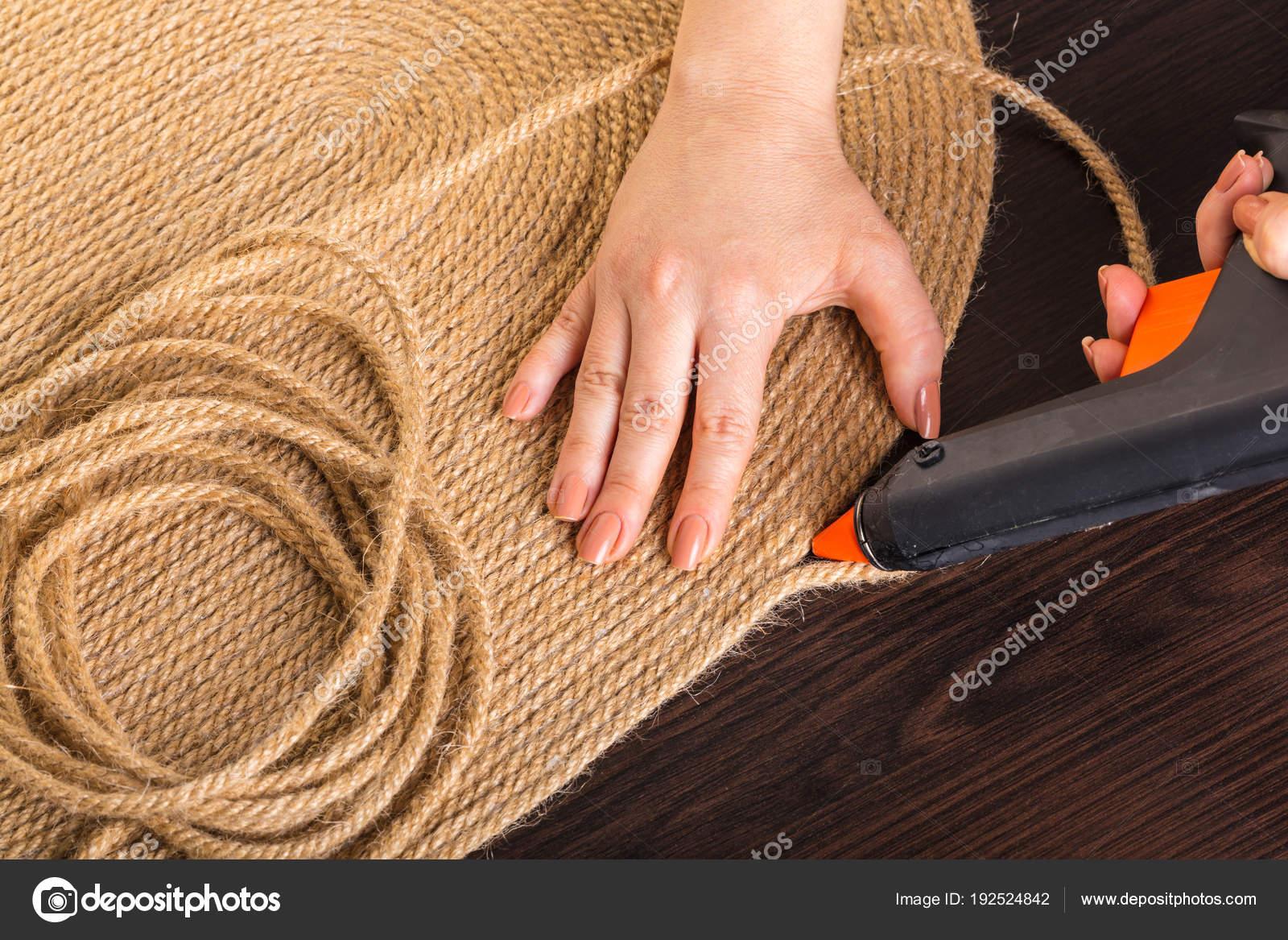 realizzazione di tappeti da una corda — Foto Stock © JamaL1977a ...
