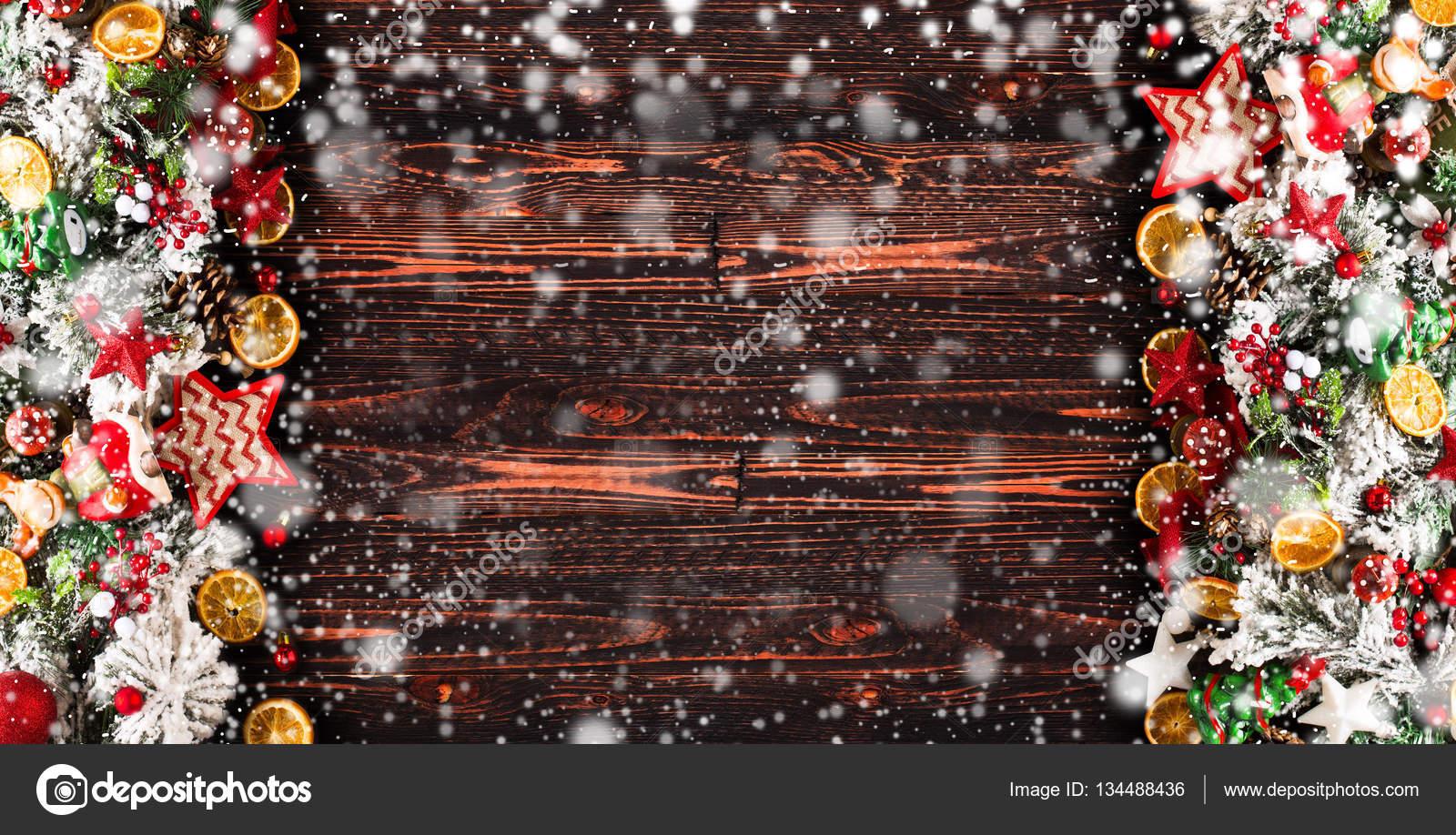frohe weihnachten rahmen mit schnee und echtholz gr nen. Black Bedroom Furniture Sets. Home Design Ideas