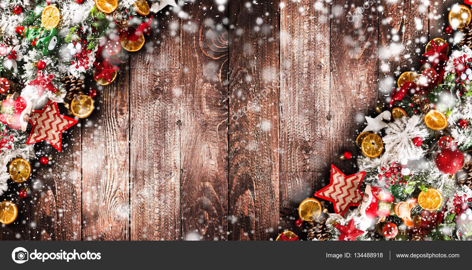 Frohe Weihnachten Rahmen.Frohe Weihnachten Rahmen Mit Schnee Und Echtholz Grünen Pinien