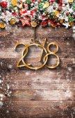 2018 boldog új évet, és a Merry Christmas kerettel, hó és rea