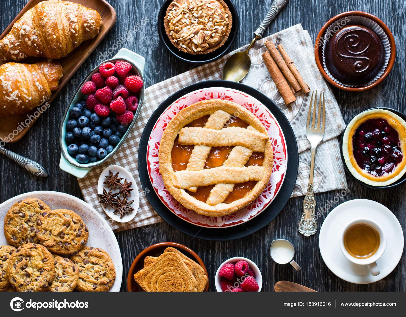 Draufsicht Auf Eine Holzerne Mit Kuchen Obst Kaffee Stockfoto