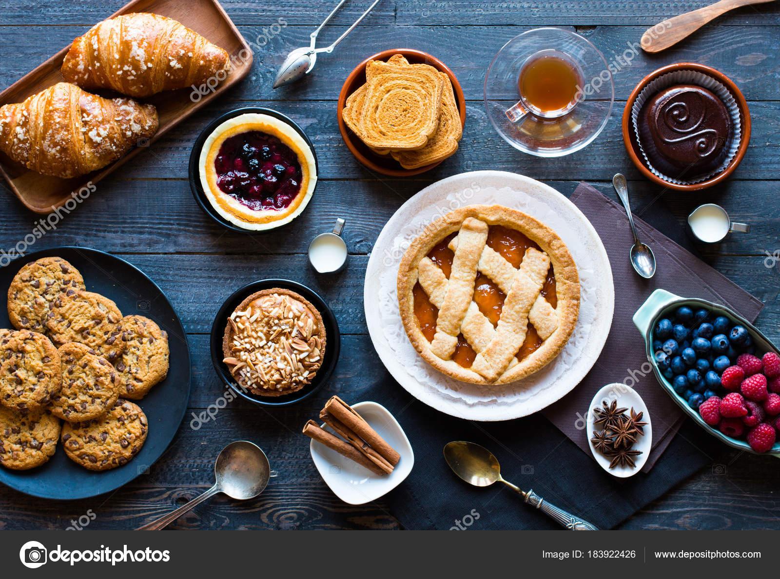 Draufsicht Auf Eine Holzerne Mit Der Kuchen Obst Kaffee Sussigkeiten
