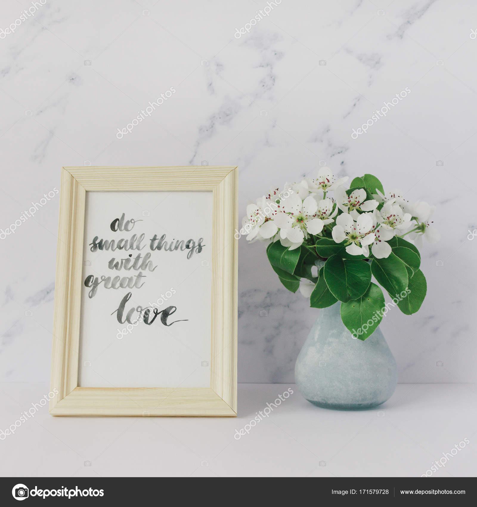 Blumen der Apfelbaum in Vase, Karte mit Inspiration Zitat \