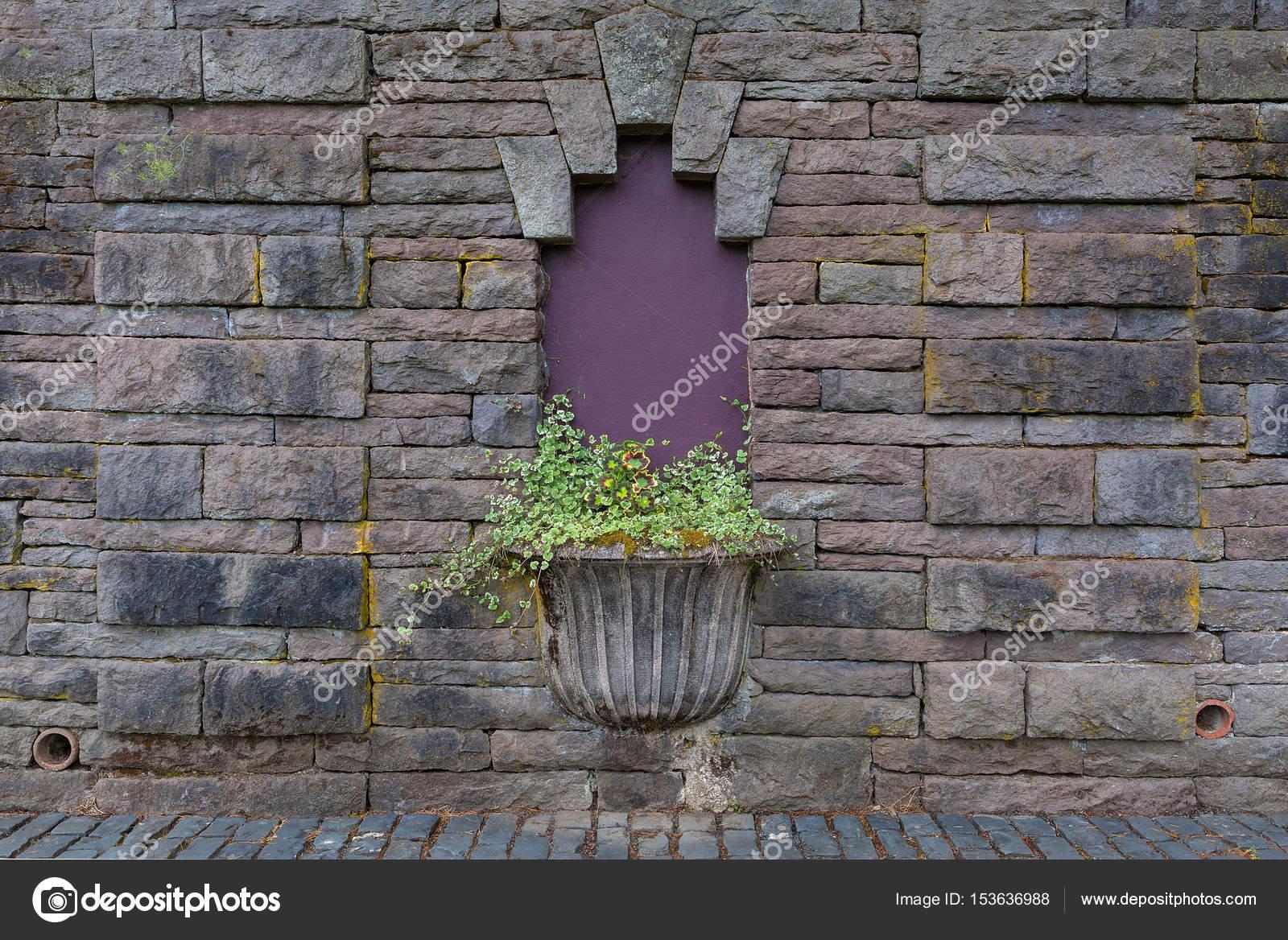Plantenbak steen. top plantenbak steen with plantenbak steen. banner