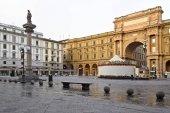 Firenze, Olaszország - 2017. szeptember 17.: Piazza dela Repubblica-ban