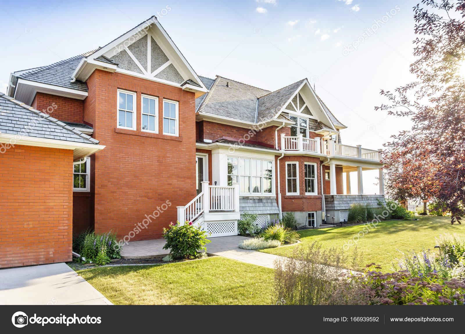 Luxury Brick House, Canada U2014 Stock Photo
