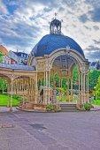 Sadová kolonáda s dřevěný altán v Karlových Varech