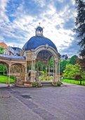 Sadová kolonáda s dřevěnými Arbor Karlovy Vary