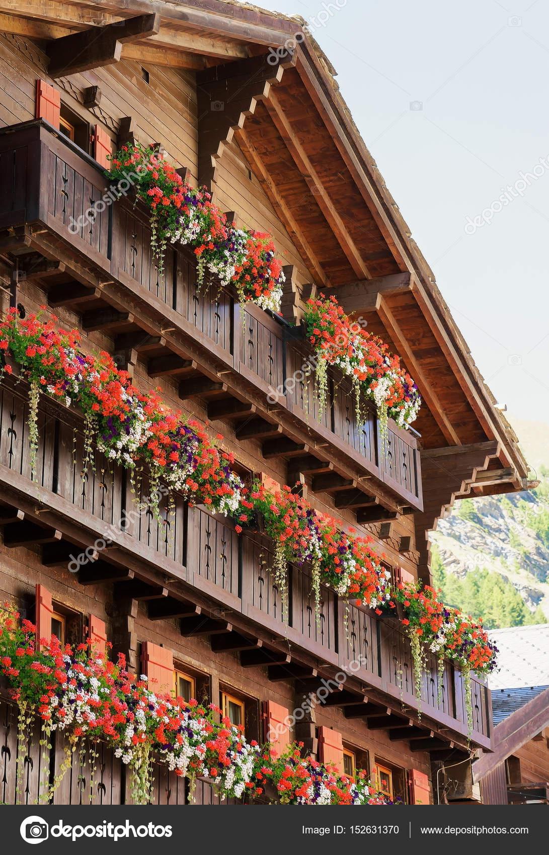 Flores Balcones Suiza Chalet Con Flores En Los Balcones En La - Fotos-de-balcones-con-flores
