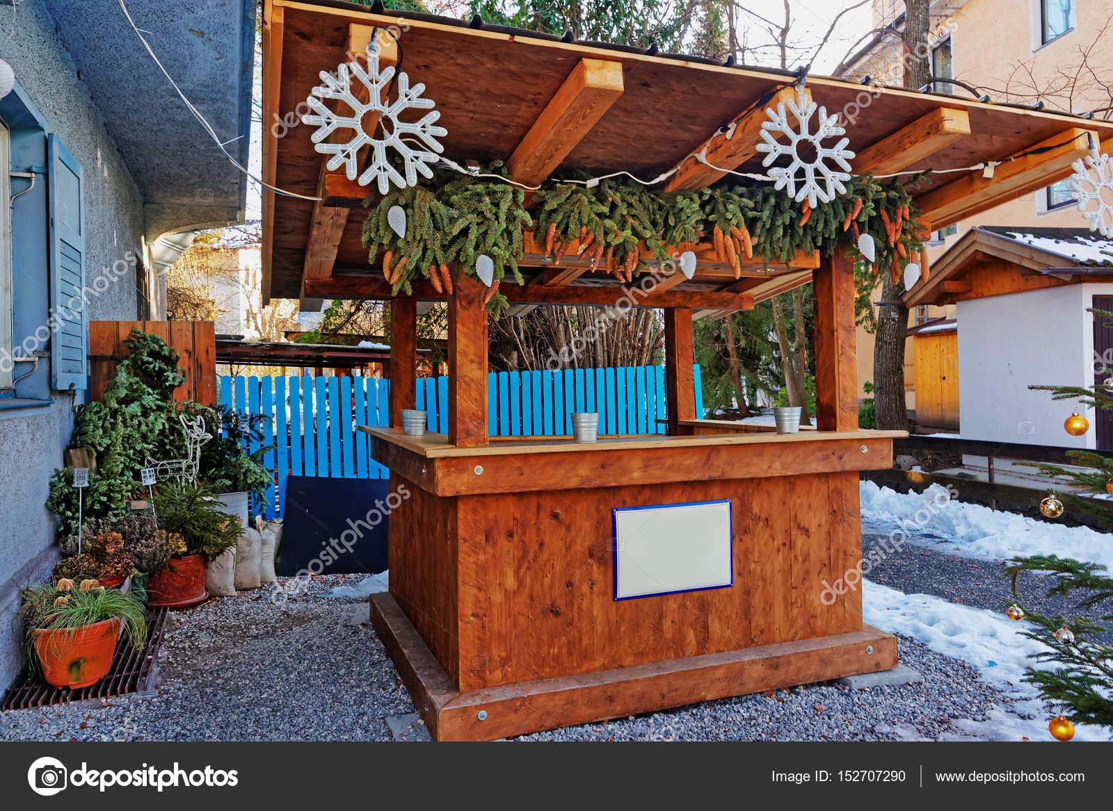 Hölzerne Marktstand In Dekoriert Für Weihnachten Garmisch