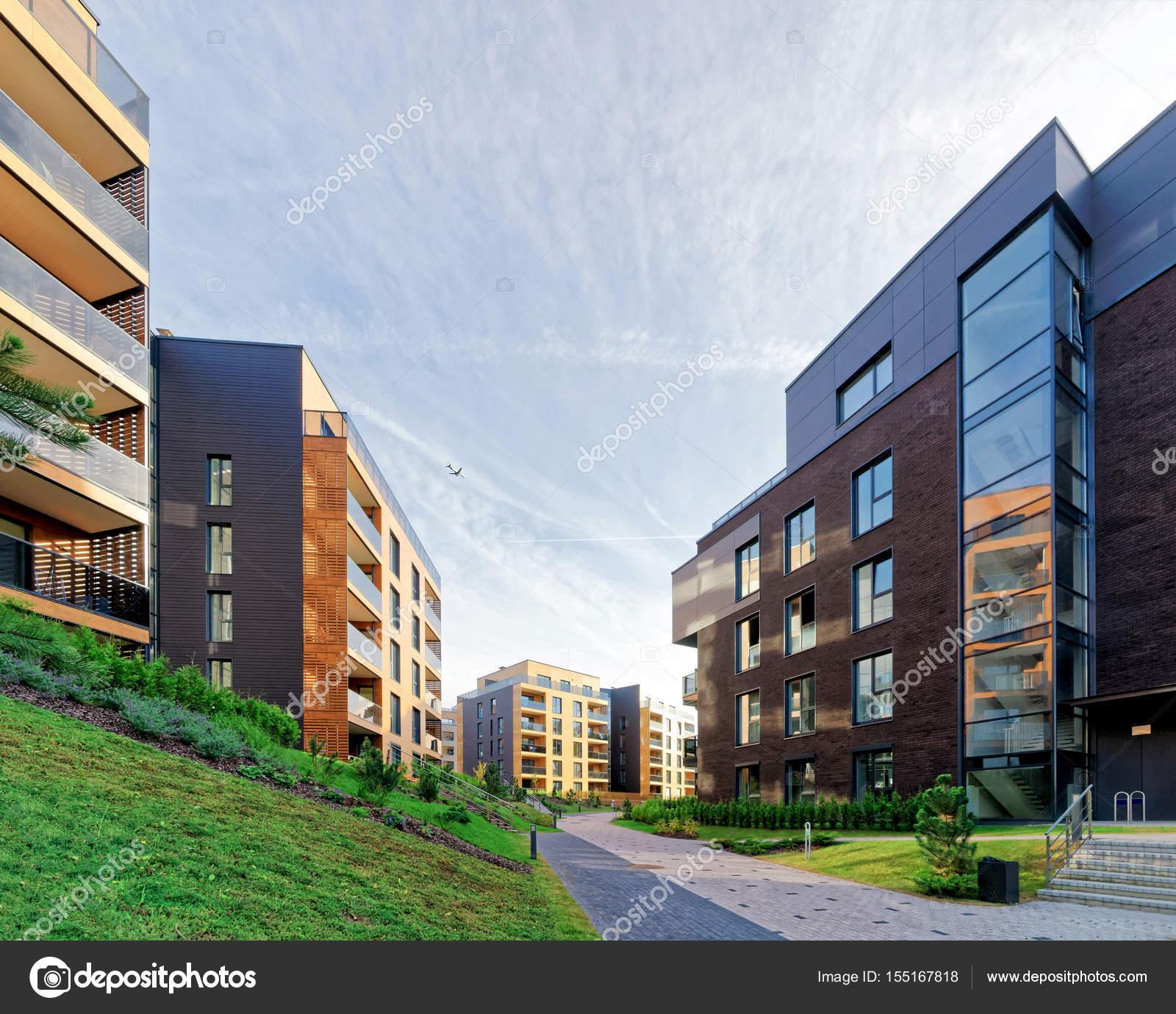 Moderne Architektur Der Wohnhäuser Wohnung. Und Außenanlagen U2014 Foto Von  Erix2005