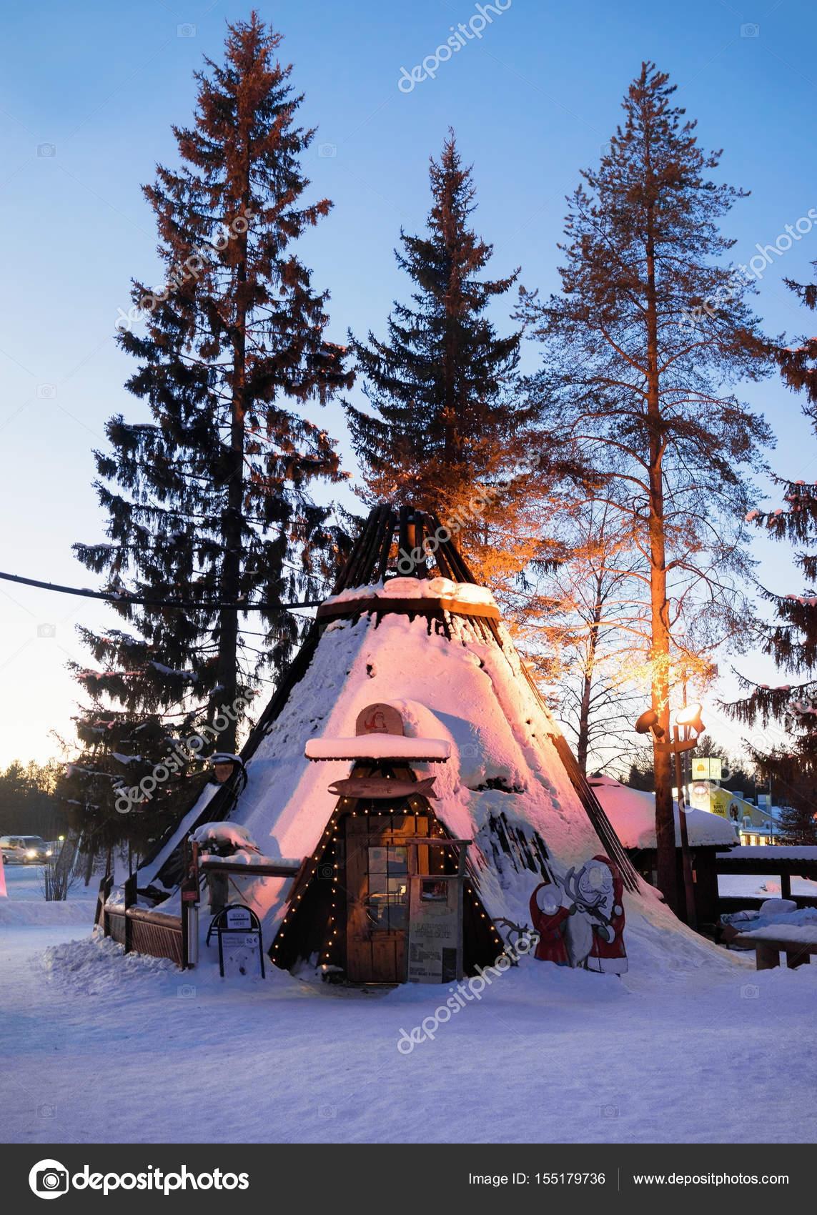 Casa Di Babbo Natale Al Polo Nord.Villaggio Di Babbo Natale Al Tramonto Illuminato Con Luce