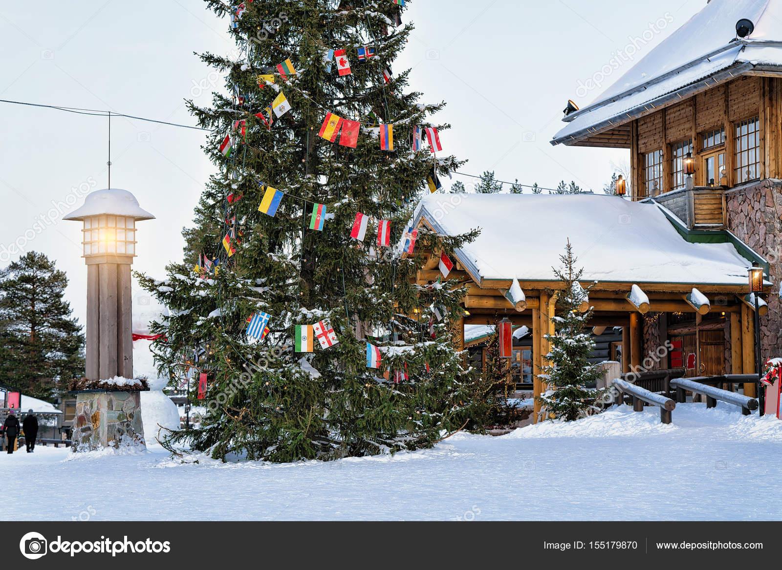 Villaggio Di Babbo Natale In Lapponia.Villaggio Di Babbo Natale Con L Albero Di Natale In Lapponia