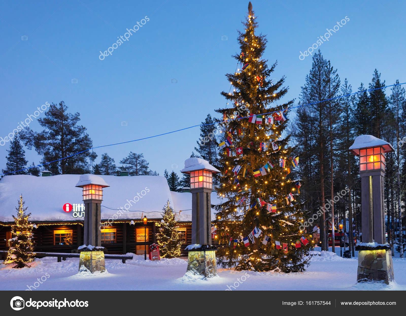 Villaggio Di Babbo Natale In Lapponia.Circolo Polare Artico Lanterne Nel Villaggio Di Babbo Natale