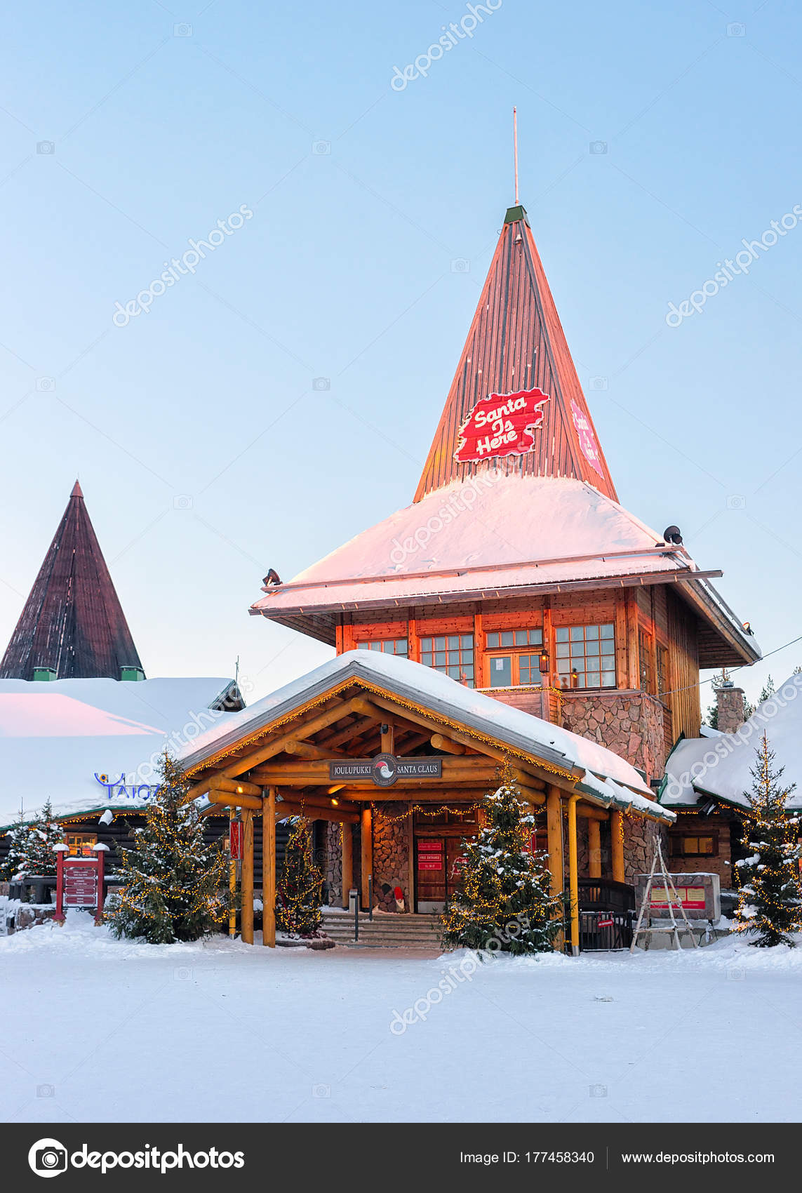 Rovaniemi Lapponia Babbo Natale.Alberi Di Natale In Ufficio Di Babbo Natale In Lapponia Di