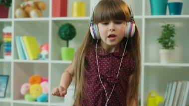 Миленькая девочка видео фото 540-668