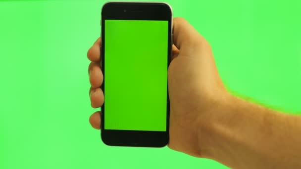 Chiuda In Su Cellulare Verticale Con Lo Schermo Verde Uomo Che