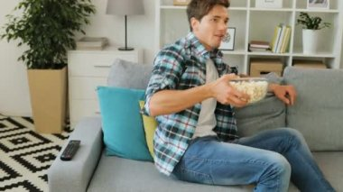 Man with pop corn in bowl