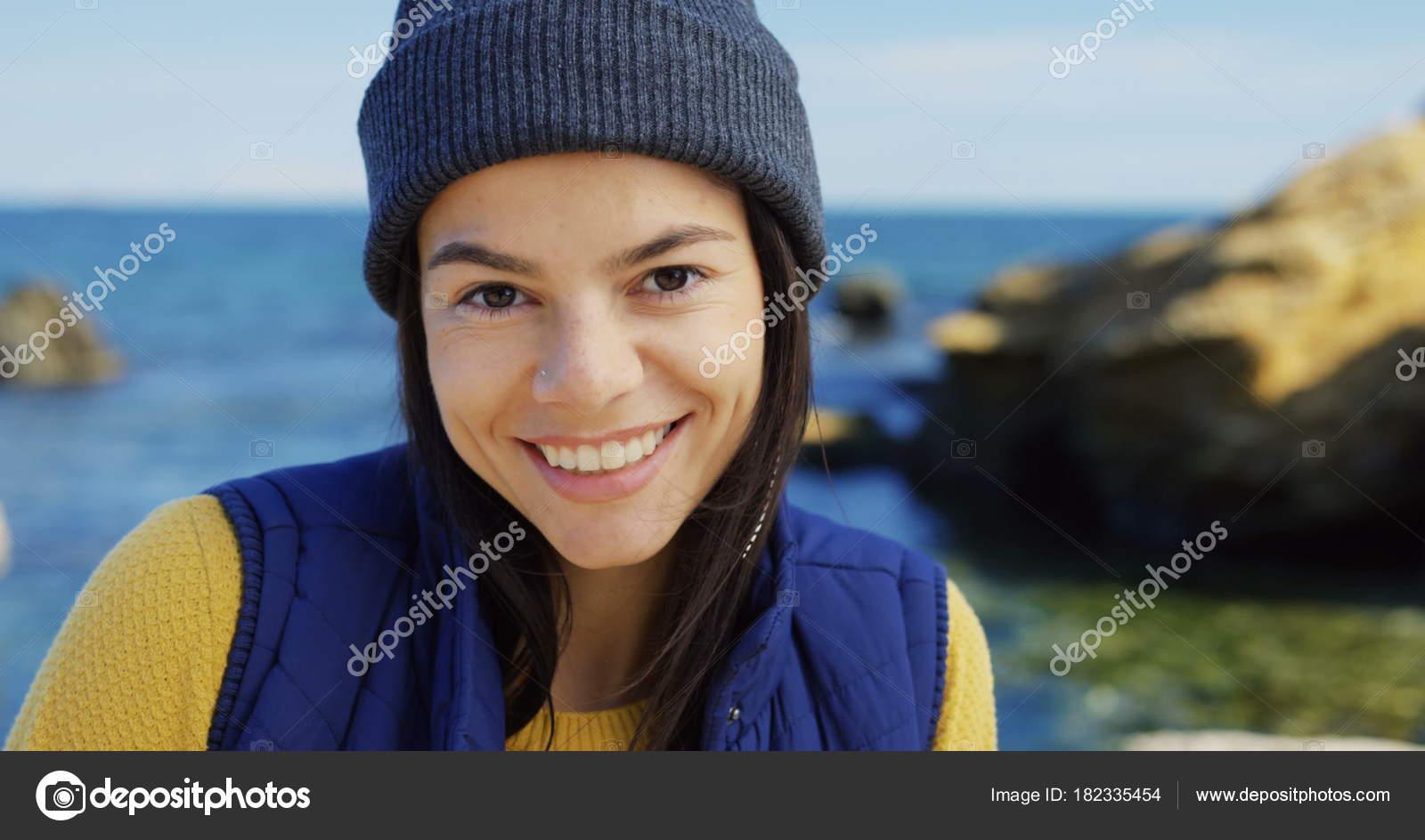 Guardando Di Donna E Chiuda Lato Giovane In Su Il Bella Cappello O10Eq