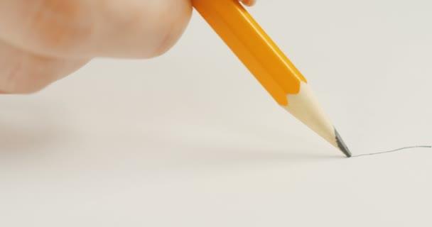 Makró felvétel a ceruza rajz a sort a fehér könyv, és törés. Közelről