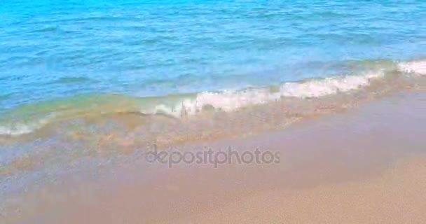 Tropická Pláž Karibského moře se zlatým pískem, dovolená, relax a cestování