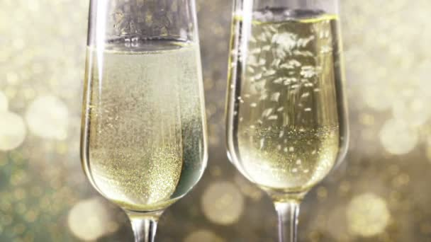 náplň flétny šampaňského s zlaté bubliny pozadí zlatých bokeh, pojem zlatý luxusní dovolenou šťastný nový rok události
