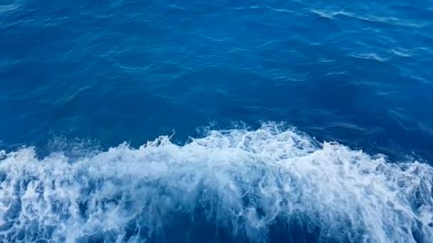 modrá vlna pohyb z lodi, koncept turistické cestování